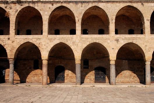 Edificio emblemático otomano, Han El-Umdan en Akko